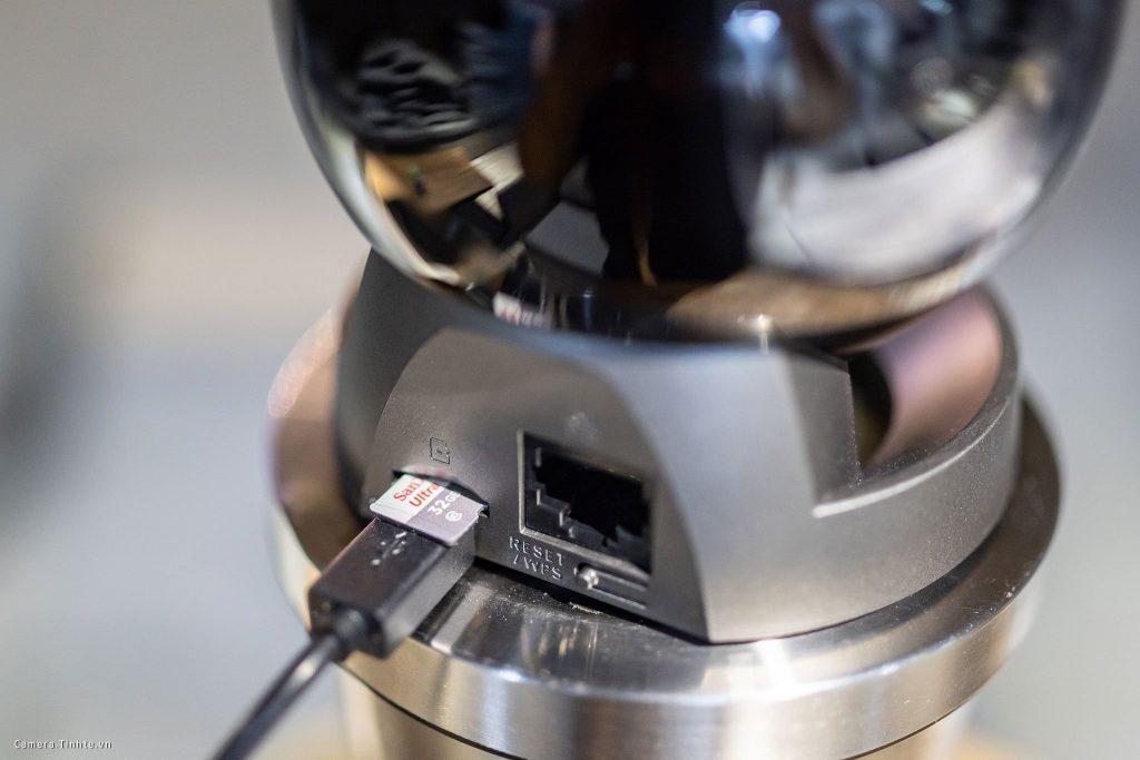 Khe gắn thẻ microSD với khả năng gắn được thẻ với dung lượng tối đa 128GB