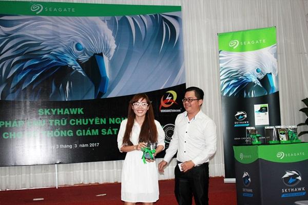 Đại lý trúng thưởng giải 3 là 01 ổ cứng Skyhawk 1TB