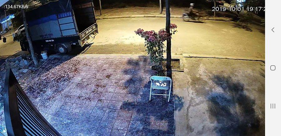 Hình ảnh lắp đặt camera Wifi IPC-C22EP-IMOU ngoài trời vào ban đêm
