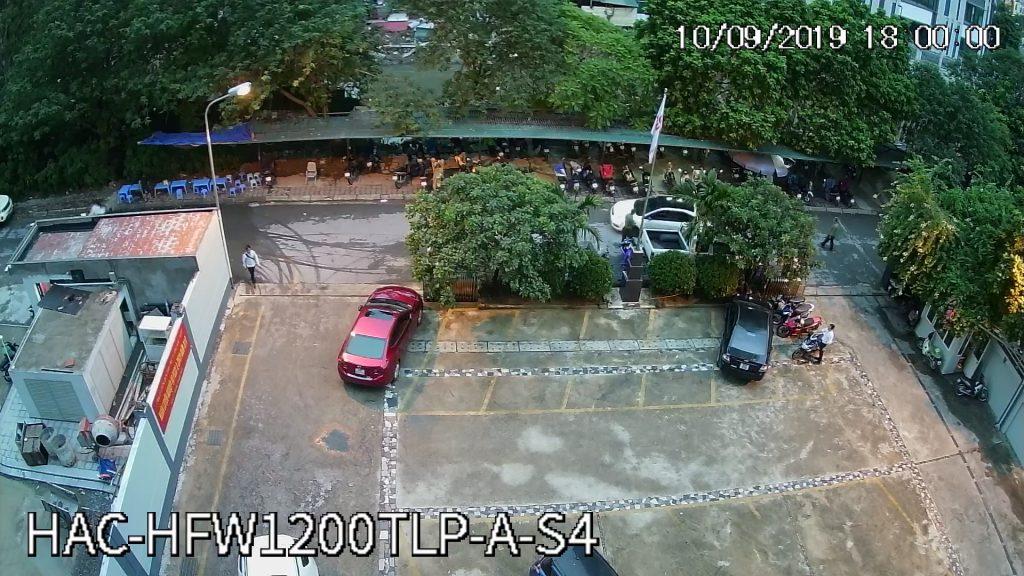 Hình ảnh camera HFW1200TLP-A-S4 ghi lại lúc 18h00 tối