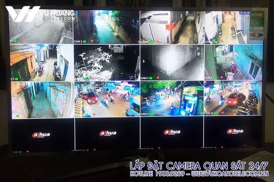 Hình ảnh camera đường phố quan sát qua TV.