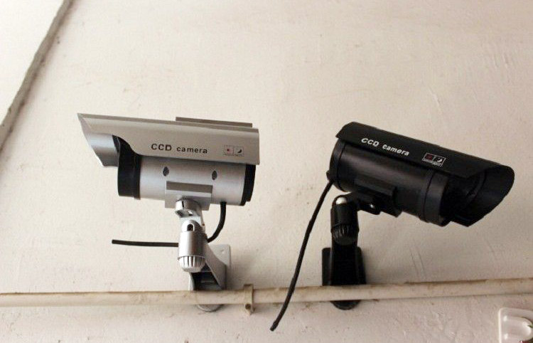 """Có nên dùng camera giả với chi phí thấp để """"hù"""" kẻ trộm?"""