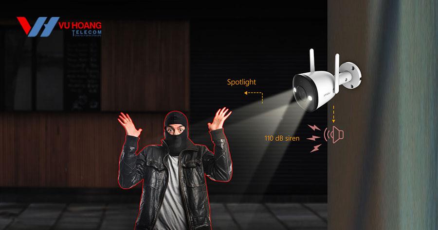 Tích hợp đèn Spotlight cảnh báo và còi báo động.